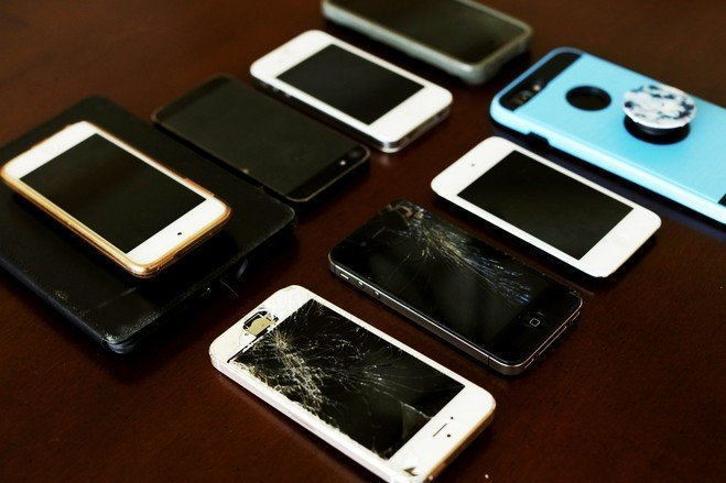 Teens Smuggle Burner Phones to Defy Parents – WSJ