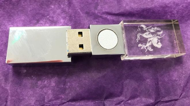 Pulling apart a £339 anti-5G USB stick – BBC News
