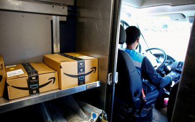 Amazon pushes holiday shoppers to pick up packages at stores
